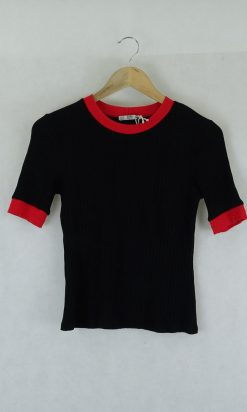 Zara Black and Red Knit Top M